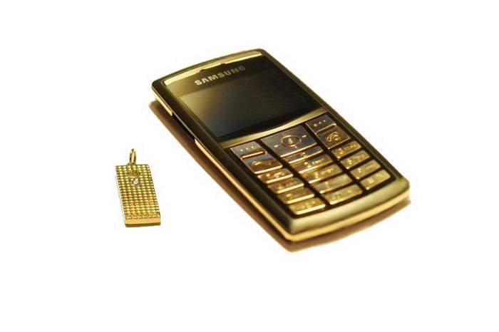MJ Golden Mobile Phone with Golden USB Flash Drive - Samsung x820 Ultra Slim Hi-Tech